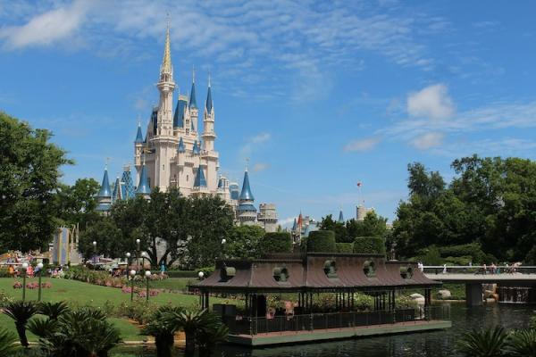 WHY VISIT THE DISNEY WORLD ORLANDO THEME PARKS